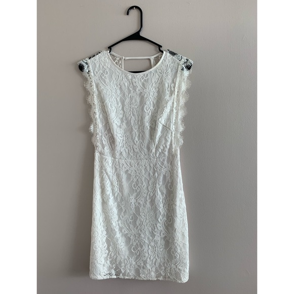 Urban Outfitters Dresses & Skirts - 🌟2 for 15 Dresses🌟 White Lace Dress w/ Open Back
